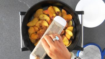 Adding spices to apples for German apple pancake