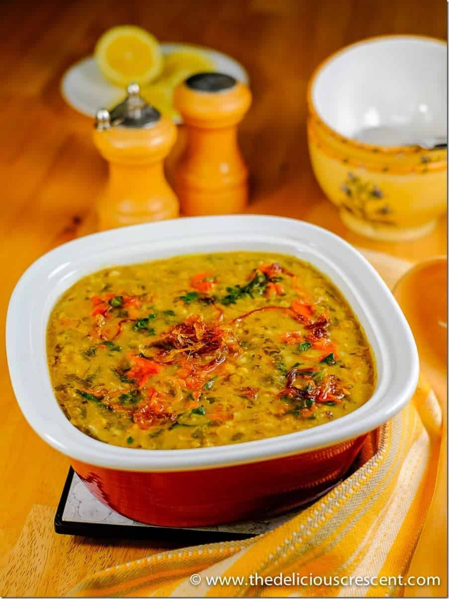 Methi Chicken Khichda is a tantalizing spicy Indian style savory porridge – an easy, balanced, nutritious one pot steaming meal with high fiber, good protein and healthy fats! An inspired version of an Indian delicacy known as Khichda, similar to Haleem, but here prepared with brown rice, fenugreek, chicken and rich in antioxidants.