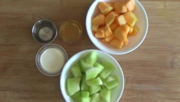 Ingredients for melon popsicles