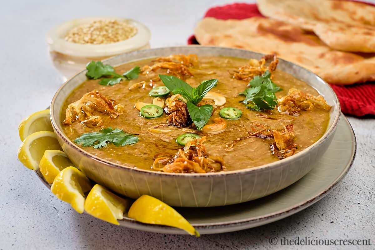 Hyderabadi haleem served with naan.